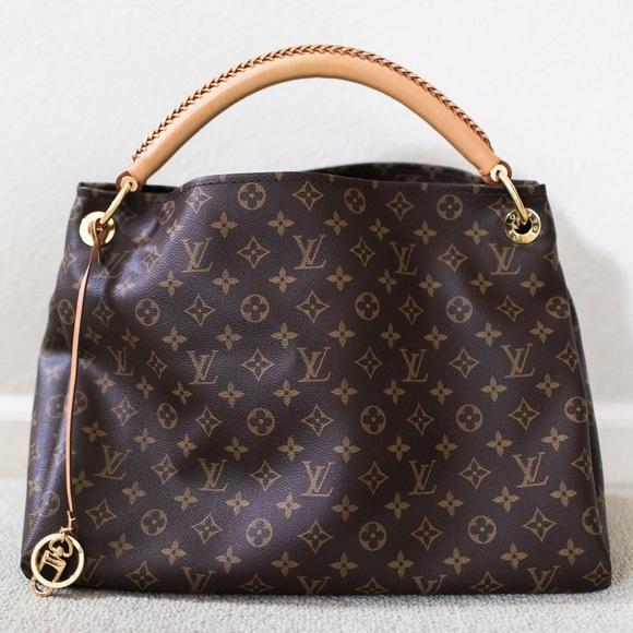 7bd4da05cabc Louis Vuitton Handbags - Louis Vuitton Artsy MM in Monogram Canvas
